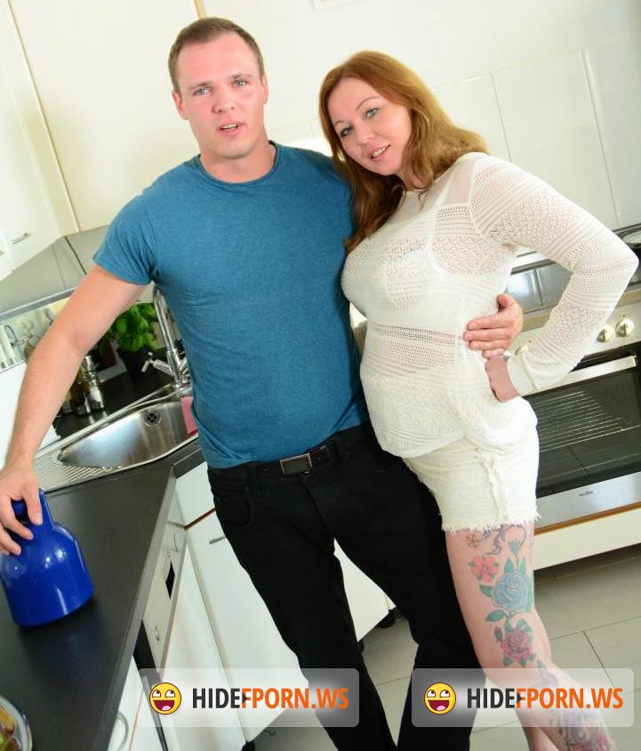 Reife and Swinger: Justyna C. - Sausage in Kitchen [SD 480p]