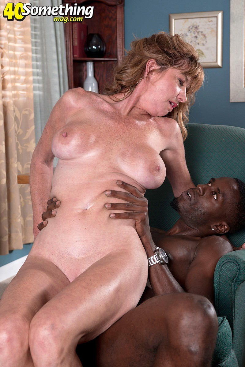40SomethingMag.com/PornMegaLoad.com - Dee Delmar - Dee Gets What She Came For and Cums From What She Gets [SD]