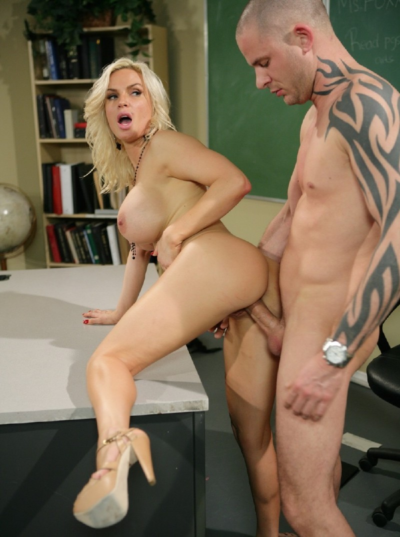 Digitalplayground.com - Diamond Foxxx - Riley Steele Satisfaction, Scene 2 [HD 720p]