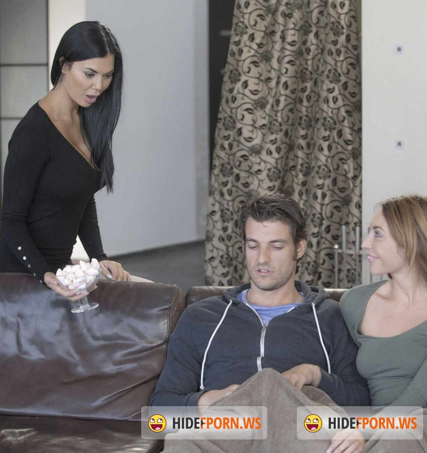 Babes - Christiana Cinn, Jasmine Jae - Cozy By the Fire [FullHD]
