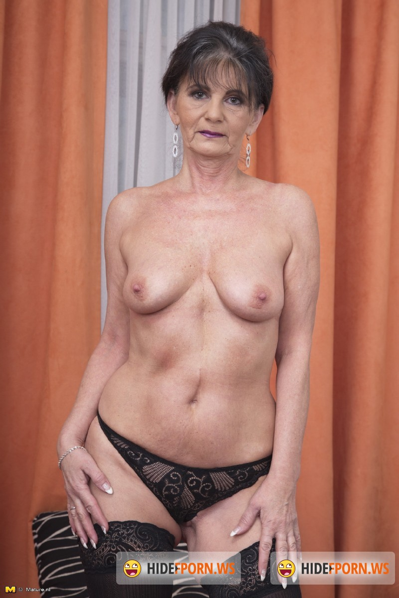 Mature.nl - Rayna S. (52) - Mature mama gettin all dirty [SD 540p]