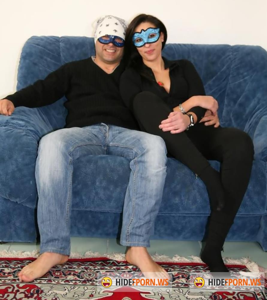 ScambistiMaturi/PornDoePremium - Leyla, Raul - Masked brunette in stockings is whining popped on a hammer [FullHD 1080p]
