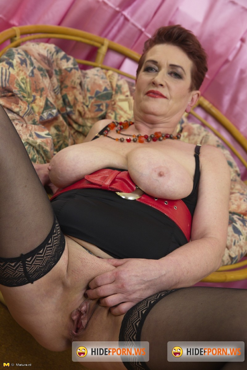 Mature.nl - Roza C. (59) - Horny housewife fingering herself [SD 540p]