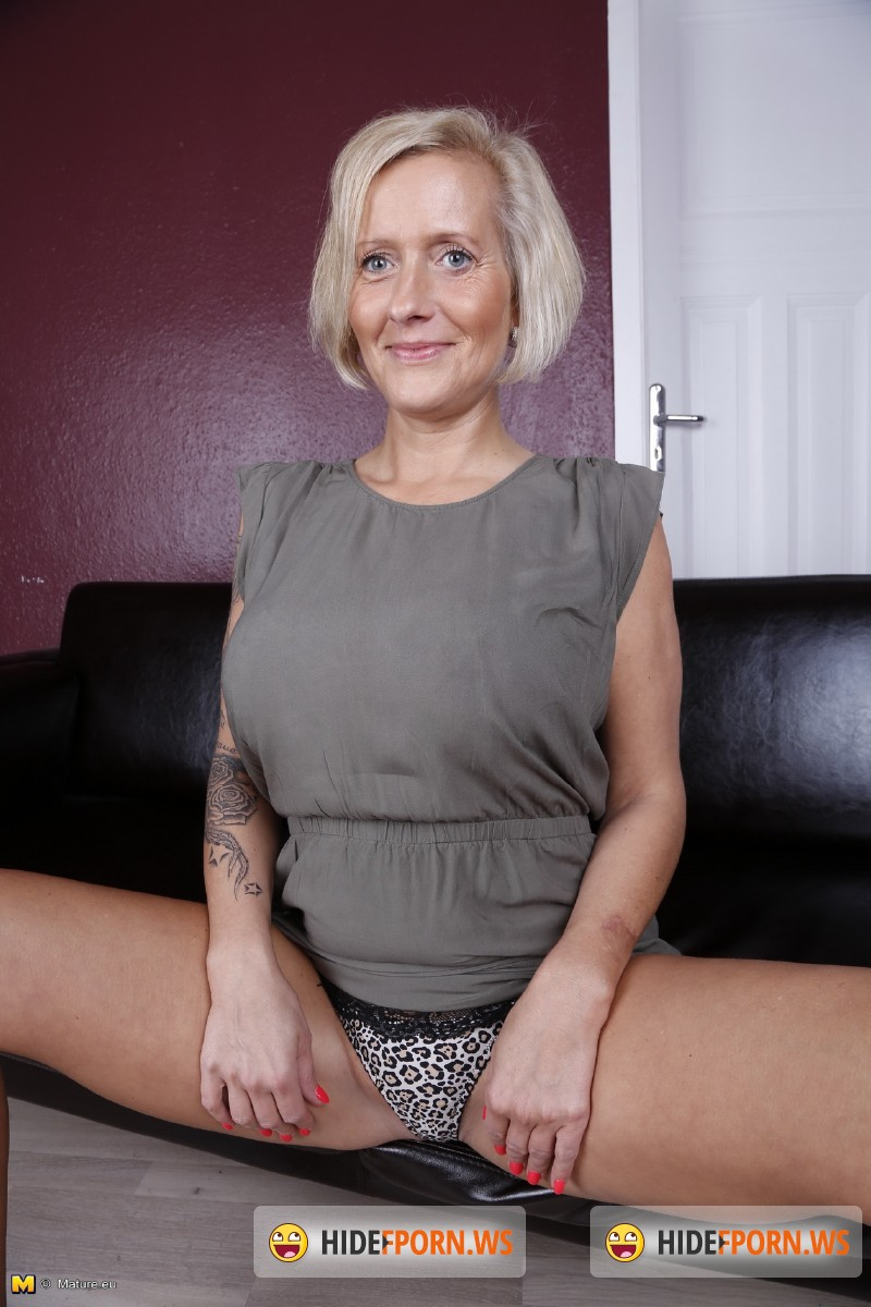 Mature.eu/Mature.nl - Leni (EU) (37) - German housewife fingering herself [SD 540p]