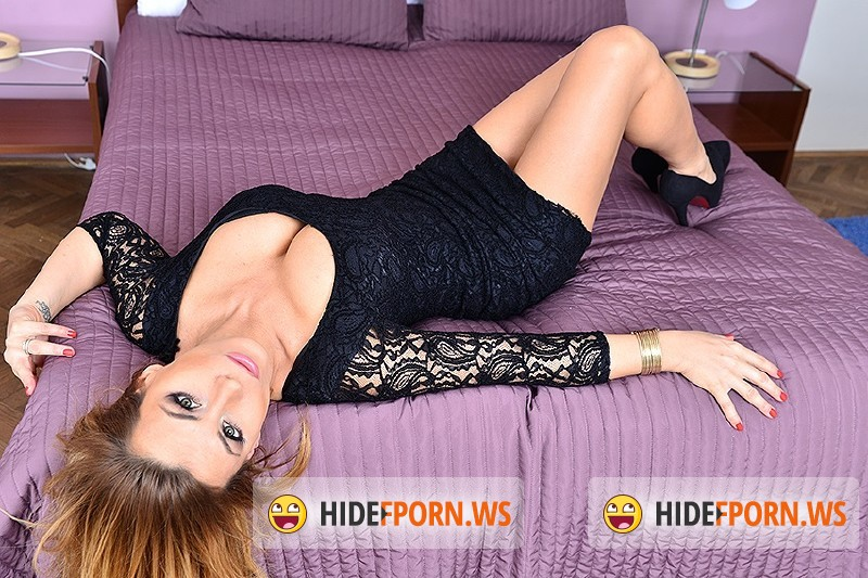 Love-Moms.com/Mature.nl - Dorothy Black (38) - Super hot mom playing with herself [HD 720p]