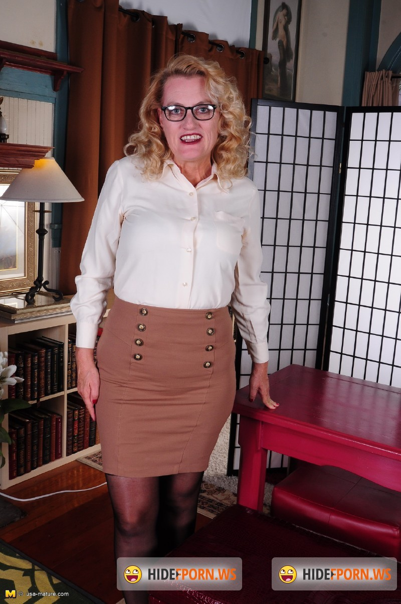 Usa-mature.com/Mature.nl - Dalbin (54) - American mature lady fooling around [SD 540p]