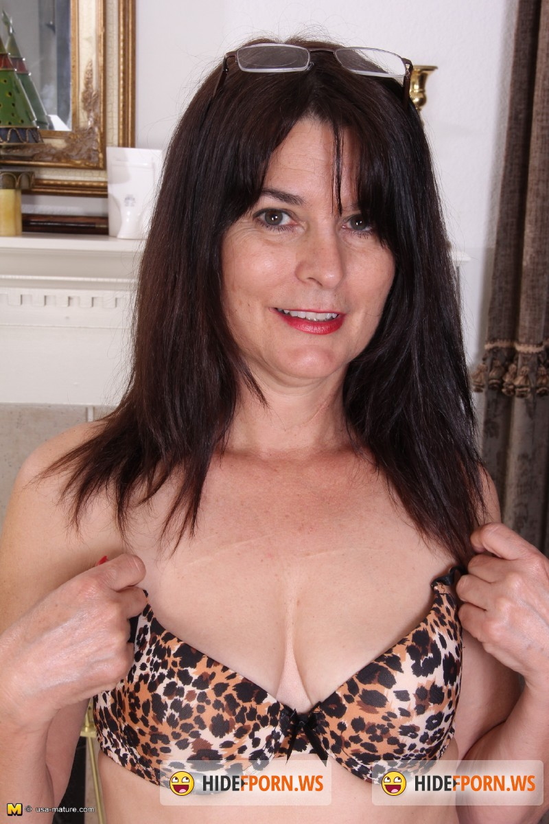 Usa-mature.com/Mature.nl - Carrie M. (52) - American lady fooling around [SD 540p]