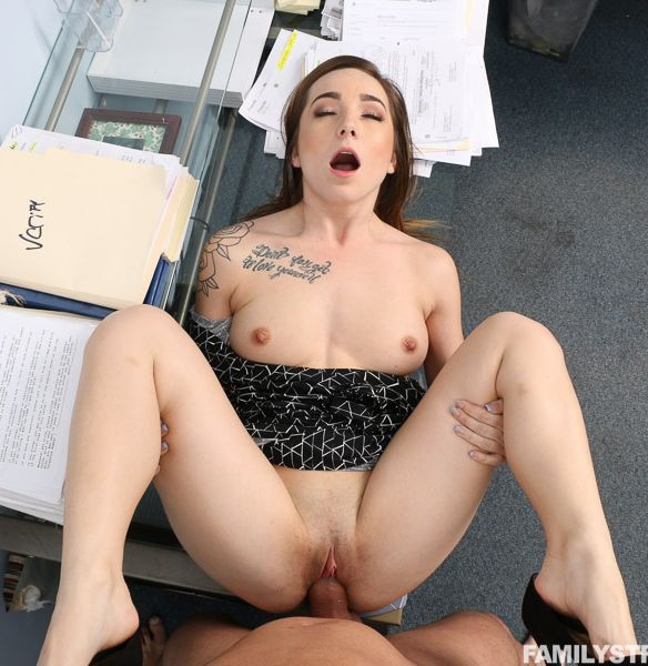 FamilyStrokes.com - Bambi Brooks - An Ideal Employee [SD]