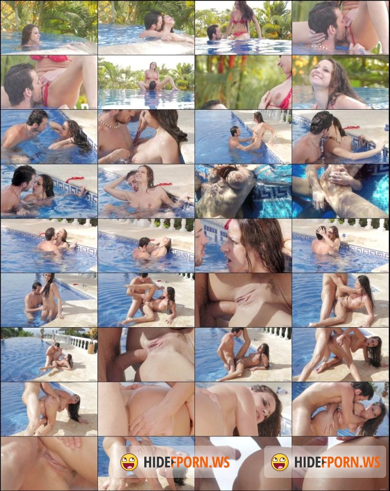 Babe: Martina Gold - Fun Pool [HD 720p]