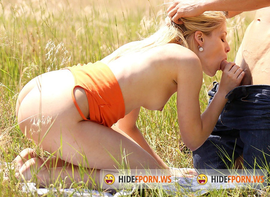 Private.com - Sweet Cat - Teen Sweet Cat Has Hot Sex Outside [HD 720p]