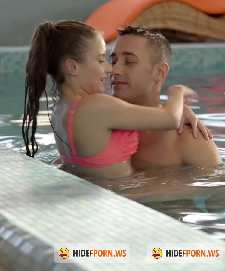 Relaxxxed/PornDoePremium - Anita Bellini - Swimming Lessons for Beginners [FullHD]