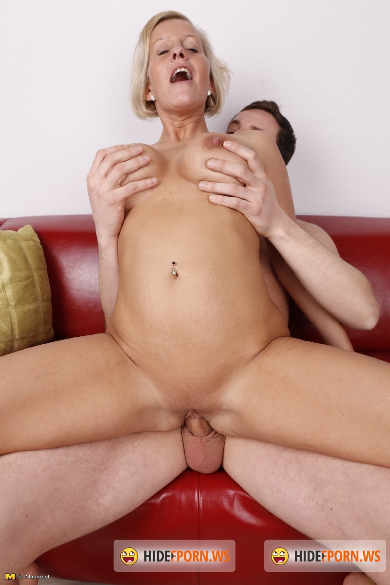 Old-And-Young-Lesbians.com/Mature.nl - Leni (EU) (37) - German housewife doing her toyboy [SD 540p]
