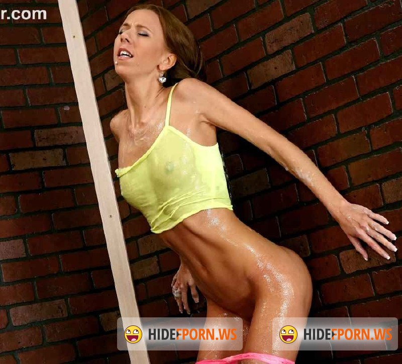 SlimeWave.com/Tainster.com - Amateurs - This skinny babe is receiving a gooey slimewave  [HD 720p]