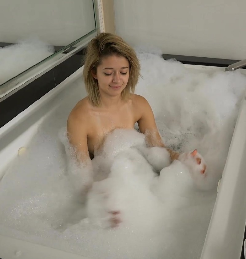 AtkGirlfriends.com - Izzy Bell - Its like American Idol in the tub with a naked contestant [FullHD 1080p]