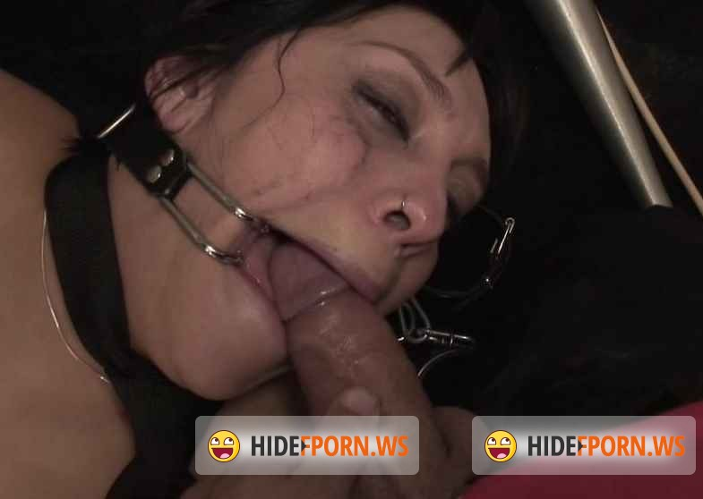 Leche69.com - Soraya Wells  - Tied Up In An Abandoned Factory  [SD 586p]