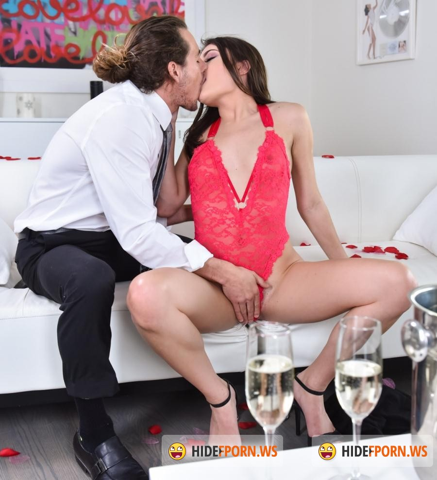 Club Porn: Adria Rae - Red-Hot Romancing [FullHD 1080p]