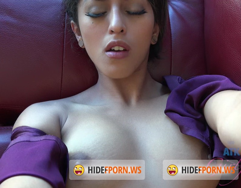ATKGirlfriends.com - Sophia Leone - The creampie goes deep inside her hairy pussy [4K 2160p]