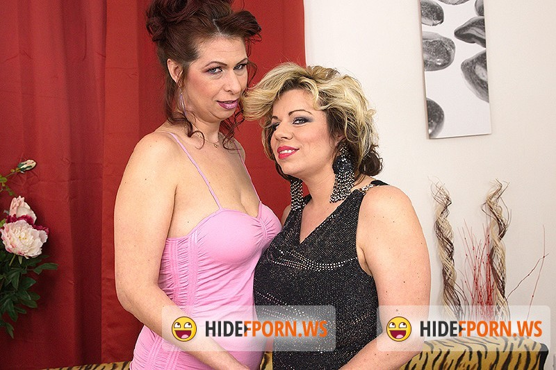 Mature.nl - Flavia (36), Charlena (40) - Mature lesbians eating eachothers pussy [SD 540p]