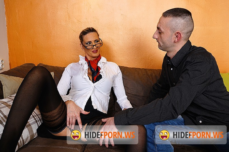 Mature.nl - Gigi S. (44) - Hot housewife doing her toyboy [SD 540p]
