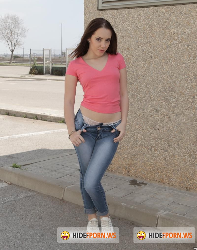 OyeLoca.com/TeamSkeet.com - Zoe Doll - Caliente In The Streets [SD 540p]