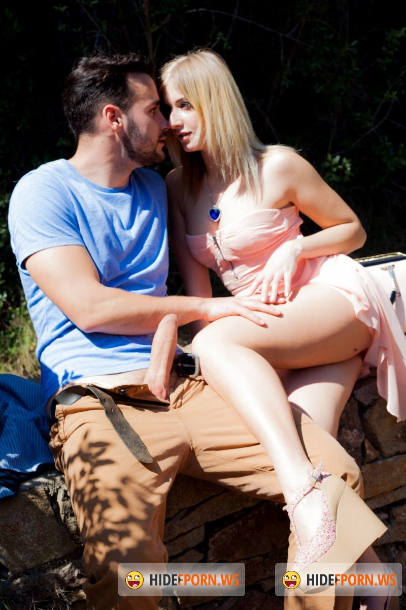 MeetSuckAndFuck.com/WTFPass.com - Aria Logan - Hook up fucking in a park [SD 432p]