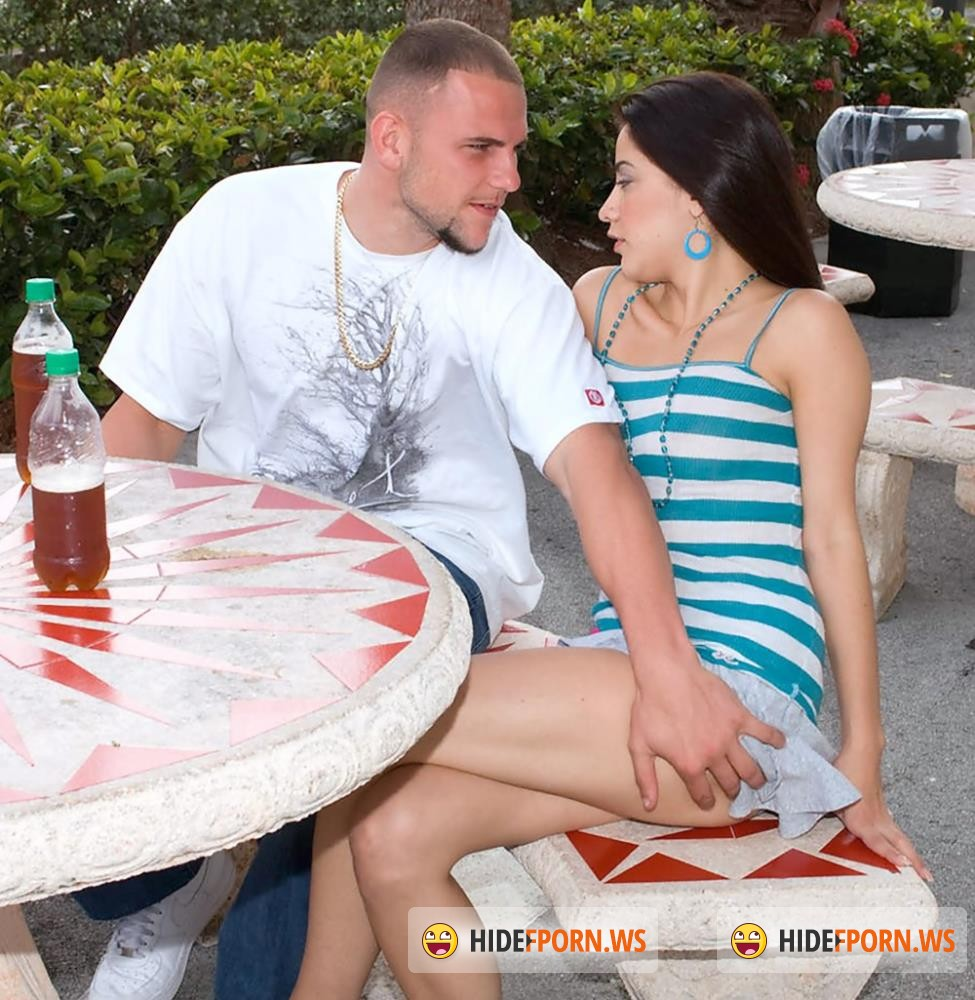 NaughtyMag/PornMegaLoad - Nikki Vee - Public Pickup [FullHD 1080p]
