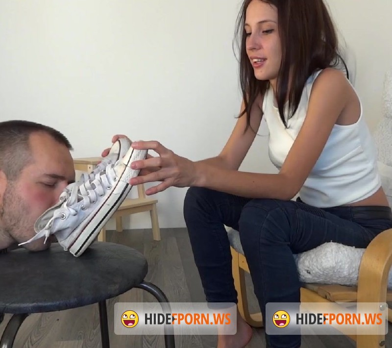 Clips4sale.com - Debra - Old Converse And Stinky Feet [FullHD 1080p]