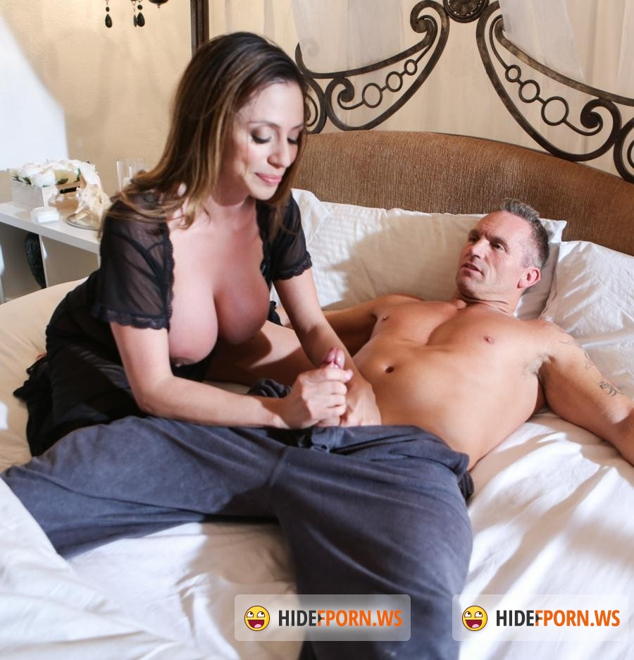 Sweet Porn: Ariella Ferrera - Mom And Dad Settle Their Daughters Dispute [SD 544p]