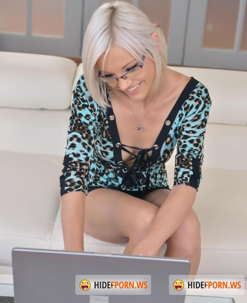 1By-Day/DDFNetwork - Zazie Skymm - Picture Perfect Blonde Probes Her Pussy - Monday Masturbation [HD 720p]