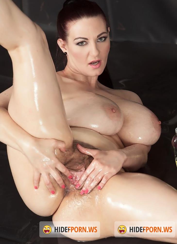 ScoreLand/PornMegaLoad - Vanessa Y. - Big Boob Oil Spill [FullHD 1080p]