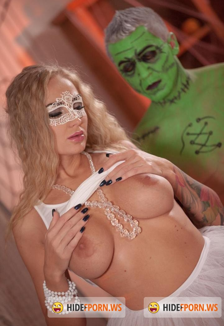 Relaxxxed/PornDoePremium -  Kayla Green - Halloween themed naked massage with oil turns into sensual sex for blonde [HD 720p]