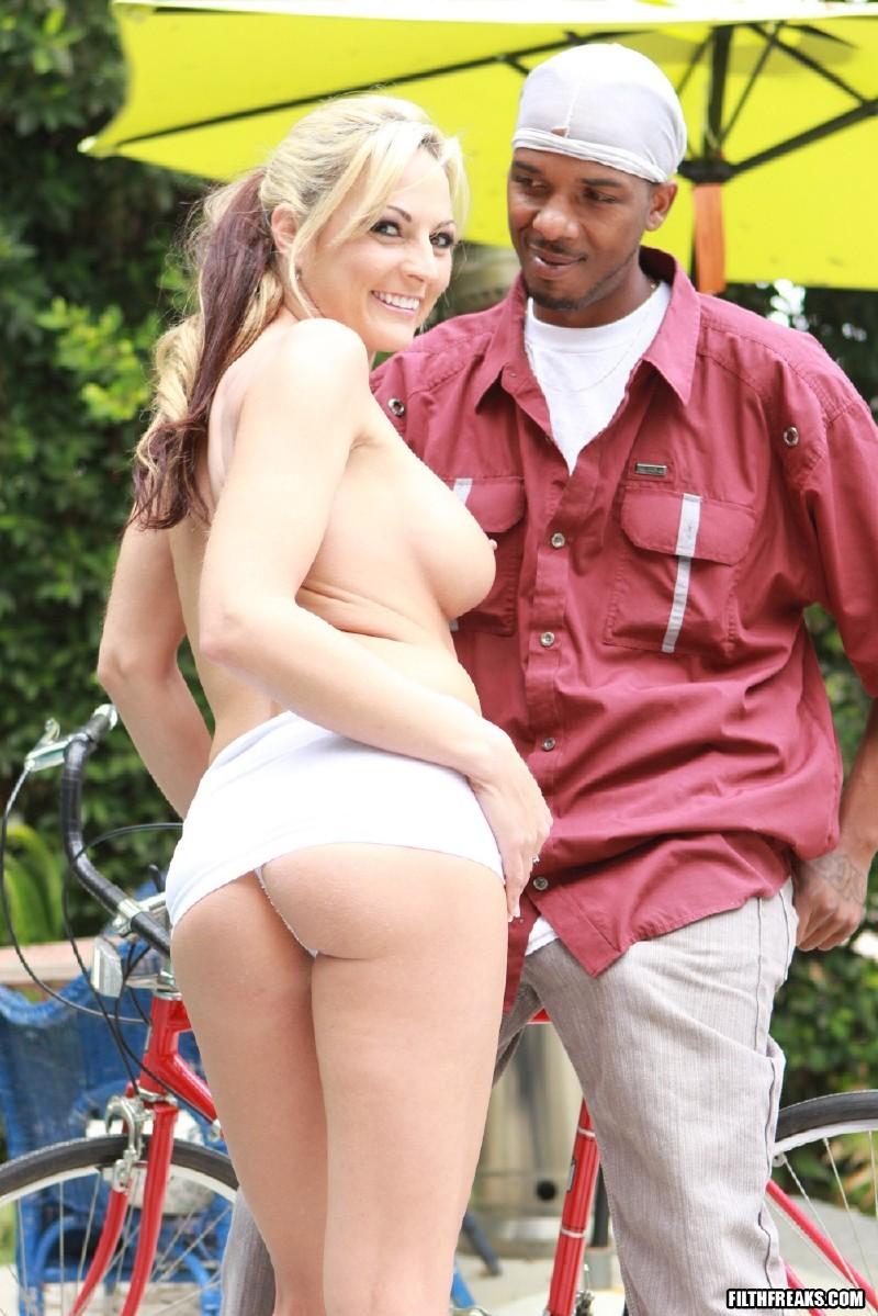 BlackMotherFuckers.com/FilthFreaks.com - Sindy Lang - Sindy Lang Loves Black Dick [SD 400p]