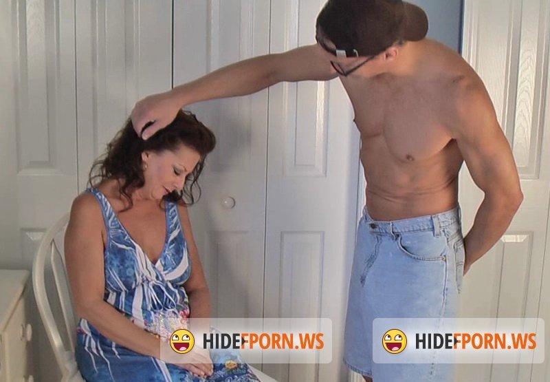 Трахнул не успел вытащить и сын маму