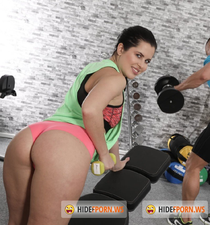 FitnessRooms.com - Cassie Fire, Ridge Crix - Gym orgasms for juicy bum Russian [HD 720p]