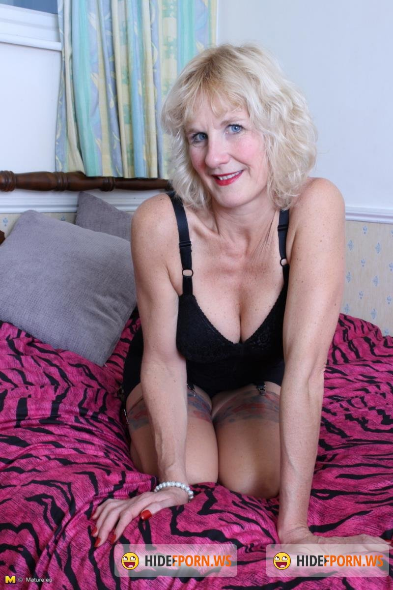 Mature.nl - Molly V. (51) - Blonde british mature lady fucking and sucking [SD 540p]