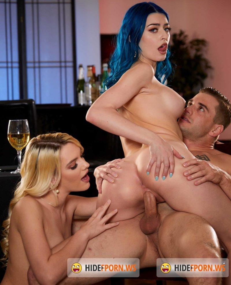 2ChicksSameTime - Kenna James, Jewelz Blu - Give The Waiter a Hot Threesome In An Empty Restaurant [SD 400p]
