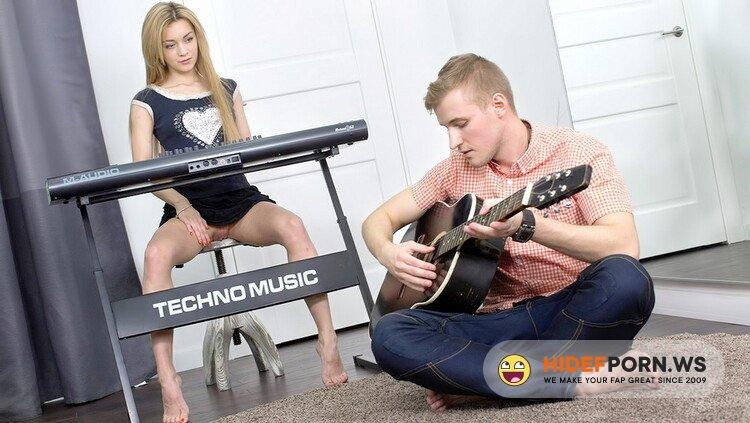 X-Angels.com/TeenMegaWorld.net - Soniy Sweet - Sex, RocknRoll [HD 720p]