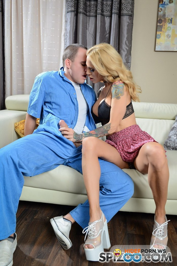 Spizoo.com - Sarah Jessie - And The Contractor [FullHD 1080p]
