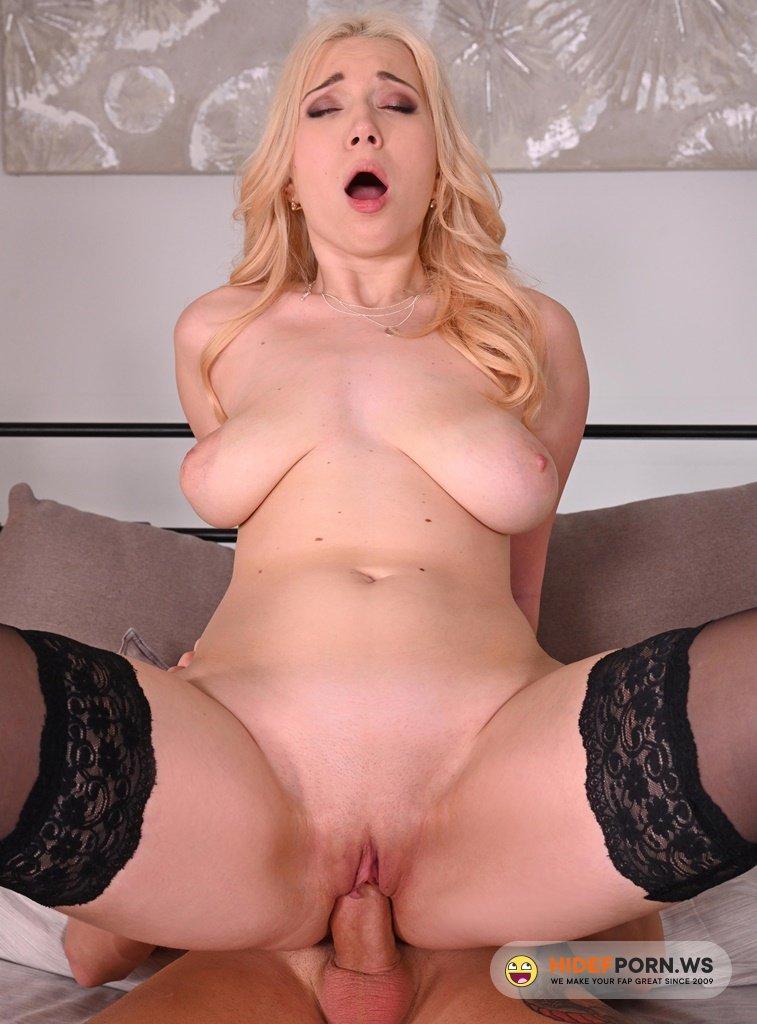 HandsonHardcore - Roxy Risingstar - Blonde Babe Plowed in Hotel Room [HD 720p]