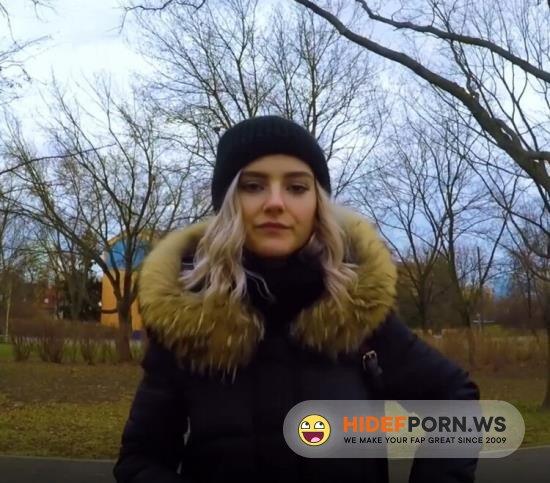Amateurporn.cc - Eva Elfie - Public Blowjob From Cash [FullHD 1080p]