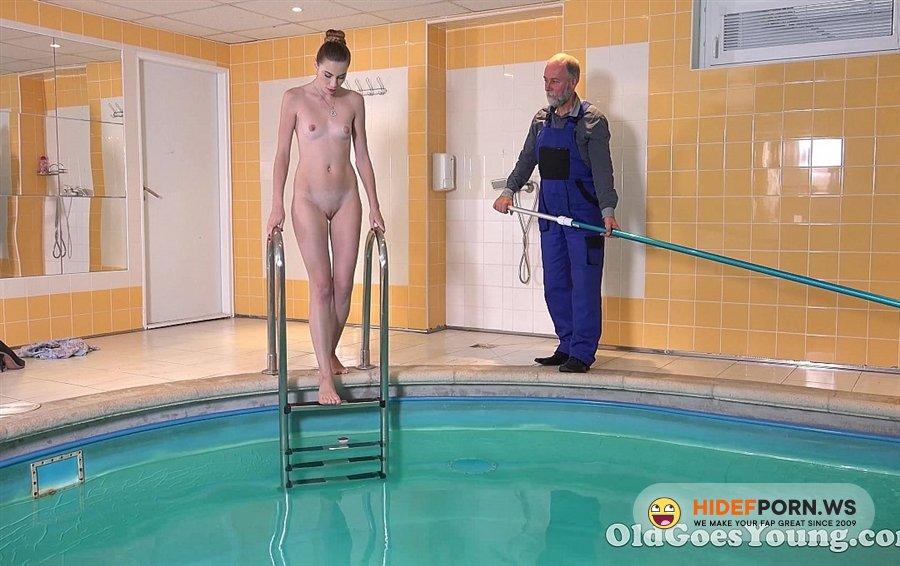 OldGoesYoung - Glory - Hotties Glory Likes To Swim In The Pool [2020/HD]