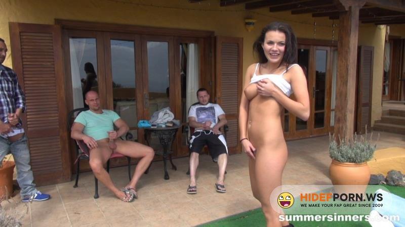 SummerSinners - Vanessa Decker - Group Of Friends Fucking Each Other Outside [FullHD 1080p]