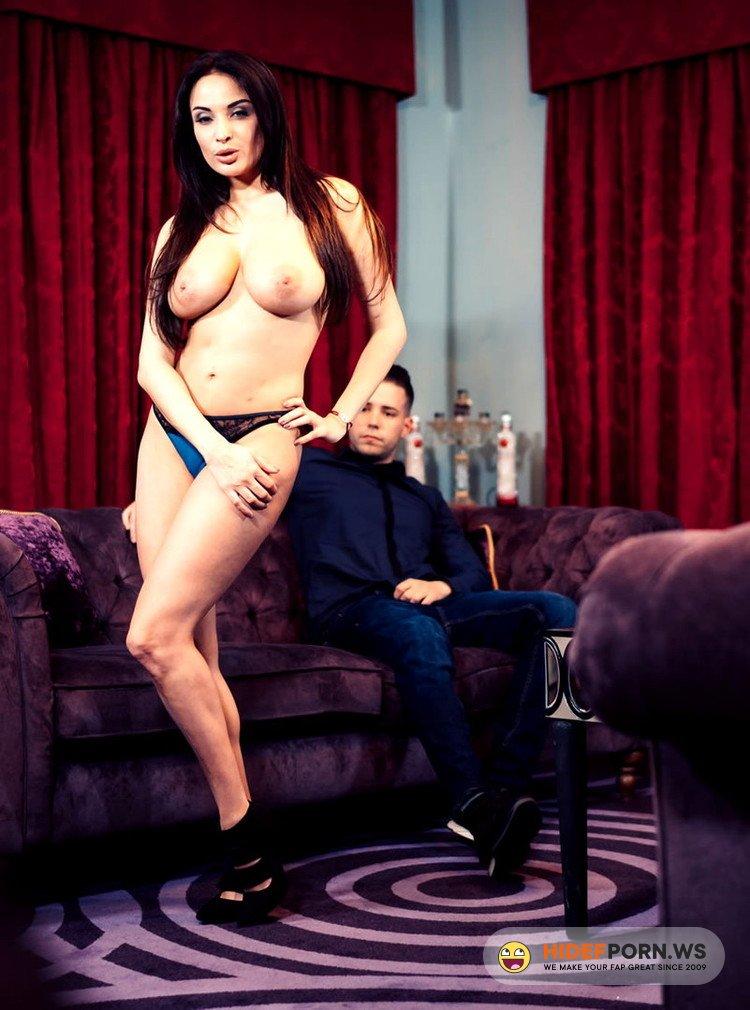 UkStreetwalkers.com/Killergram.com - Anissa Kate - The Sexy French Slut [HD 720p]