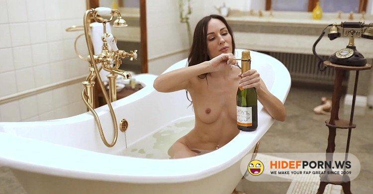 XDominant.com - Lilu Moon - Is Masturbating In The Bathroom [FullHD 1080p]