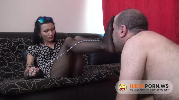 FoxyFootdomAndTrampling - Lady Veronica - Extreme Footsmother In Pantyhose [FullHD 1080p]