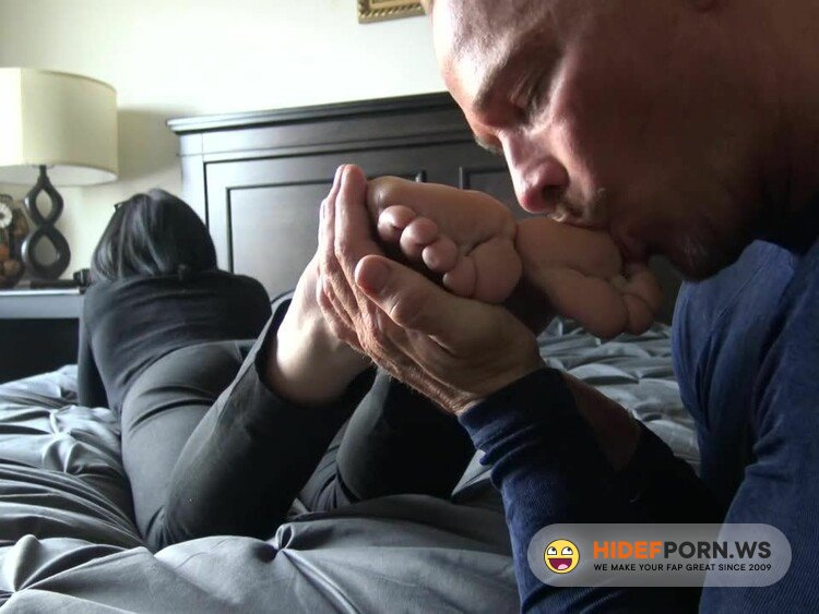 GoddessZephy - Goddess Zephy - Lunch Break Quicky 2: Lick My Shoes And Feet [HD 720p]