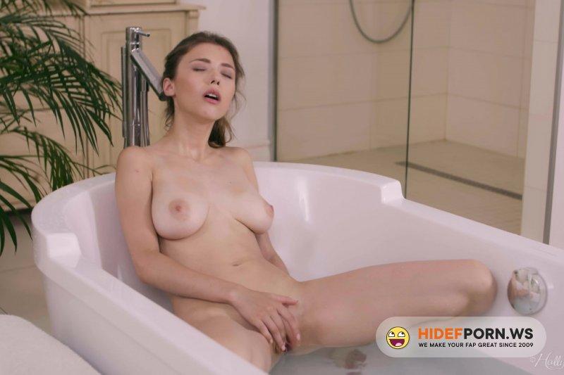 HollyRandall - Mila Azul - Squeaky Clean [FullHD 1080p]
