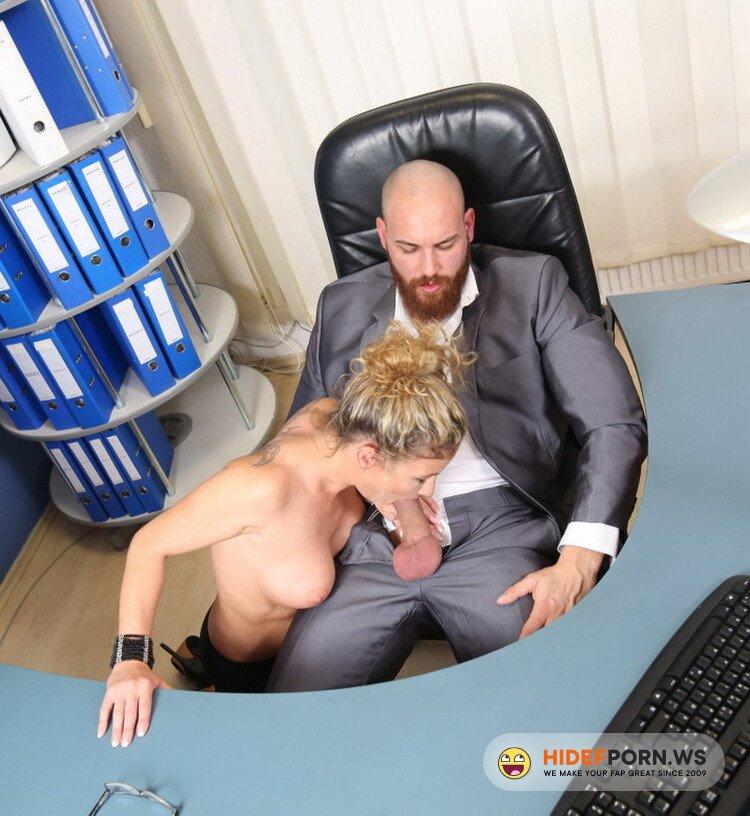 BumsBuero/PornDoePremium - Izzy Mendosa - Sexy German secretary Izzy Mendosa consoles depressed employee in hot fuck [HD 720p]
