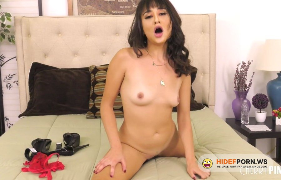 WildOnCam - Isabella Nice - Isabella Goes Wild With Her Vibrator [2020/FullHD]