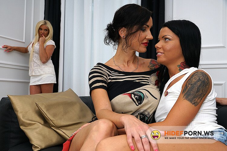 Old-and-Young-Lesbians.com/Mature.nl - Natalya E. (38), Krista E. (43), Gia (20) - 3 Old and young lesbians Playing with Eachother [HD 720p]
